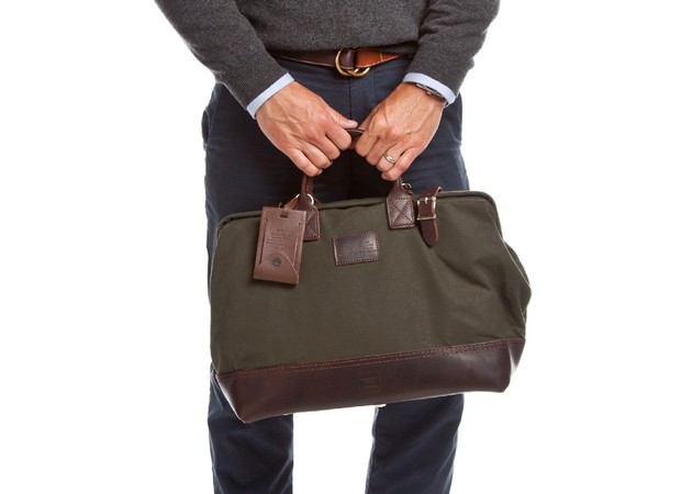 courier_bag_green_onmodel